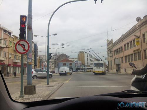 Parado no semáforo da Avenida Fernão de Magalhães em Coimbra