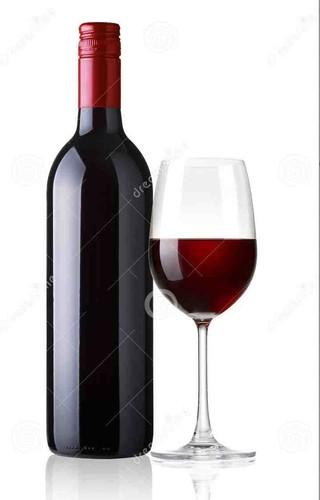 vidro-e-garrafa-do-vinho-tinto-no-fundo-branco-343