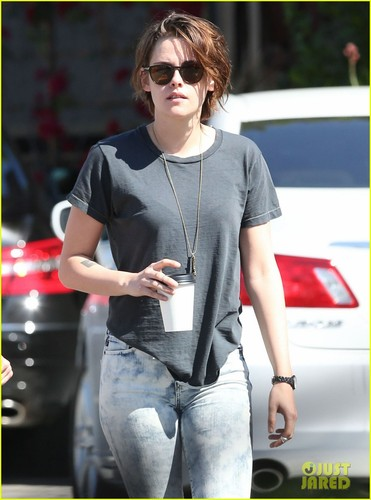 kristen-stewart-alicia-cargile-spotted-first-time-