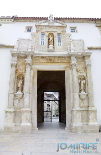 Porta Férrea da Universidade de Coimbra depois da restauração [en] Iron door of the University of Coimbra after restoration