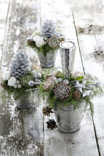 Pine-cones-in-buckets-creative-Christmas-decoratio