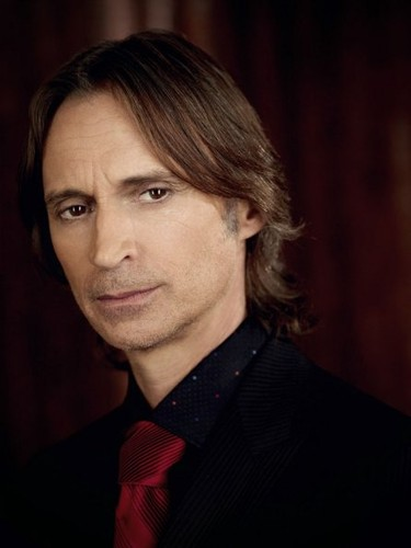 New-Cast-Promotional-Photos-Robert-Carlyle-once-up