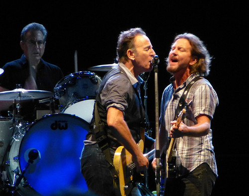 Bruce-Springsteen-Eddie-Vedder-Play-Perth-on-Same-