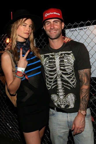 adam-levine-behati-prinsloo-coachella-vogue-13apr1