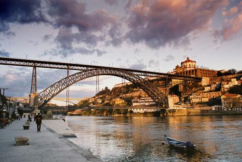 factos-e-mitos-sobre-as-6-pontes-do-porto-luis.jpg