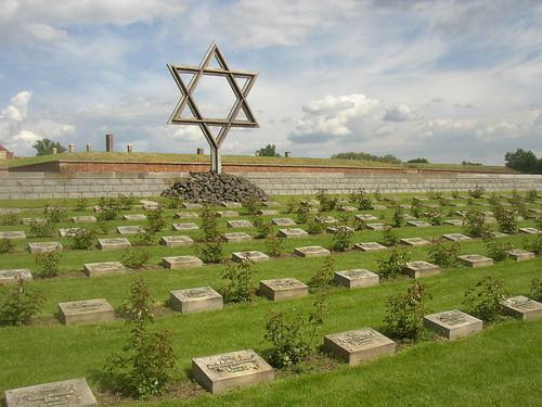 800px-Terezin_CZ_Memorial_Cemetery_01.jpg