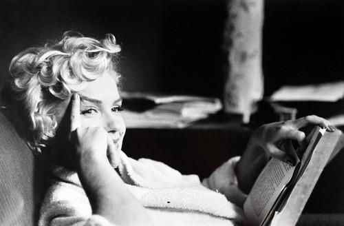 Marilyn-Monroe-reading.jpg