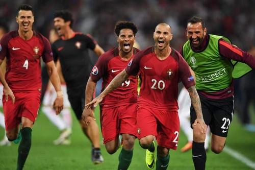 portugal nas meias finais euros 2016.jpg