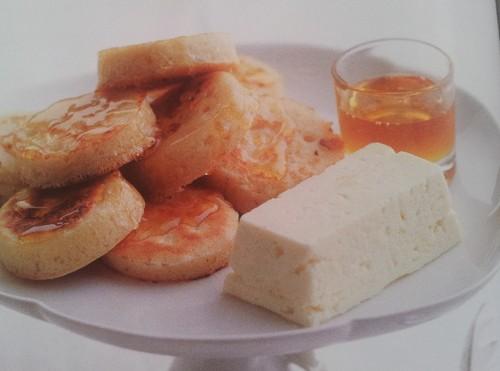 Crumpets com Manteiga de Mel.jpg