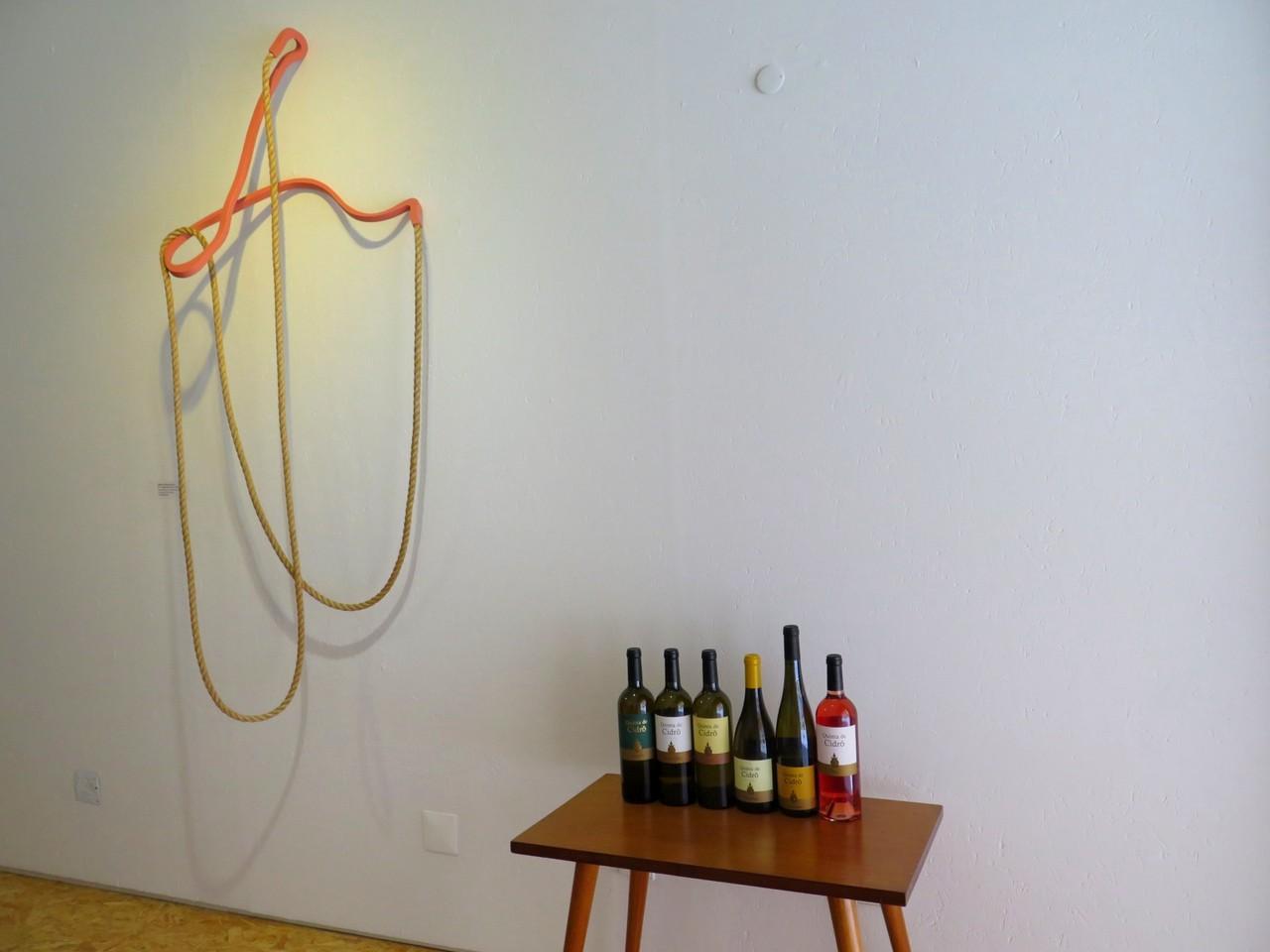 """Miguel Ângelo Rocha, """"Tilted Loop"""", 2016, e as novidades de verão da Quinta de Cidrô"""