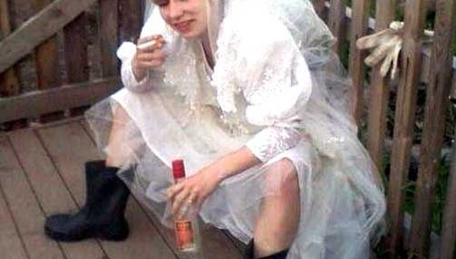 Bad-Wedding-Photos-Drunk-Bride-Smoking-500x284.jpg
