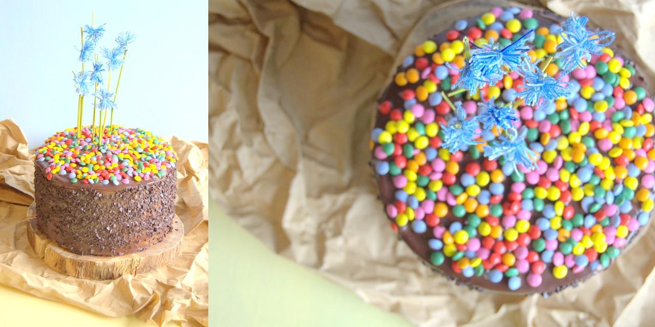bolo aniversário chocolate em camadas.jpg