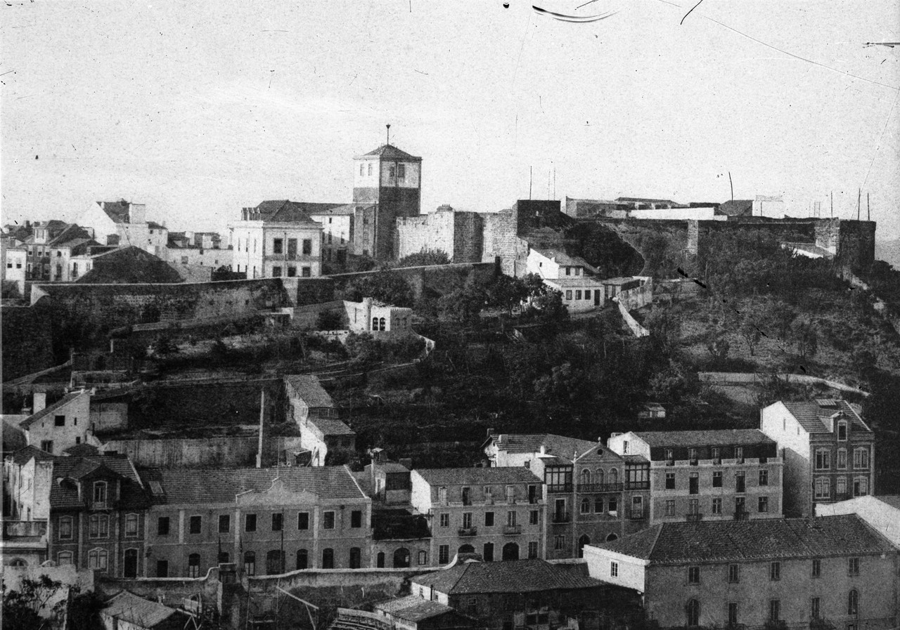 Panorâmica sobre a encosta do castelo de São Jor