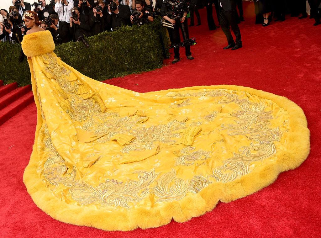 Rihanna-Met-Gala-2015-Pictures.jpg