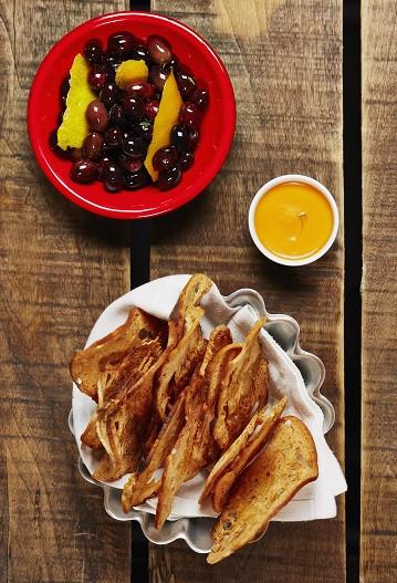 Azeitonas-marinadas-com-tomilho-e-citrinos-foto-de