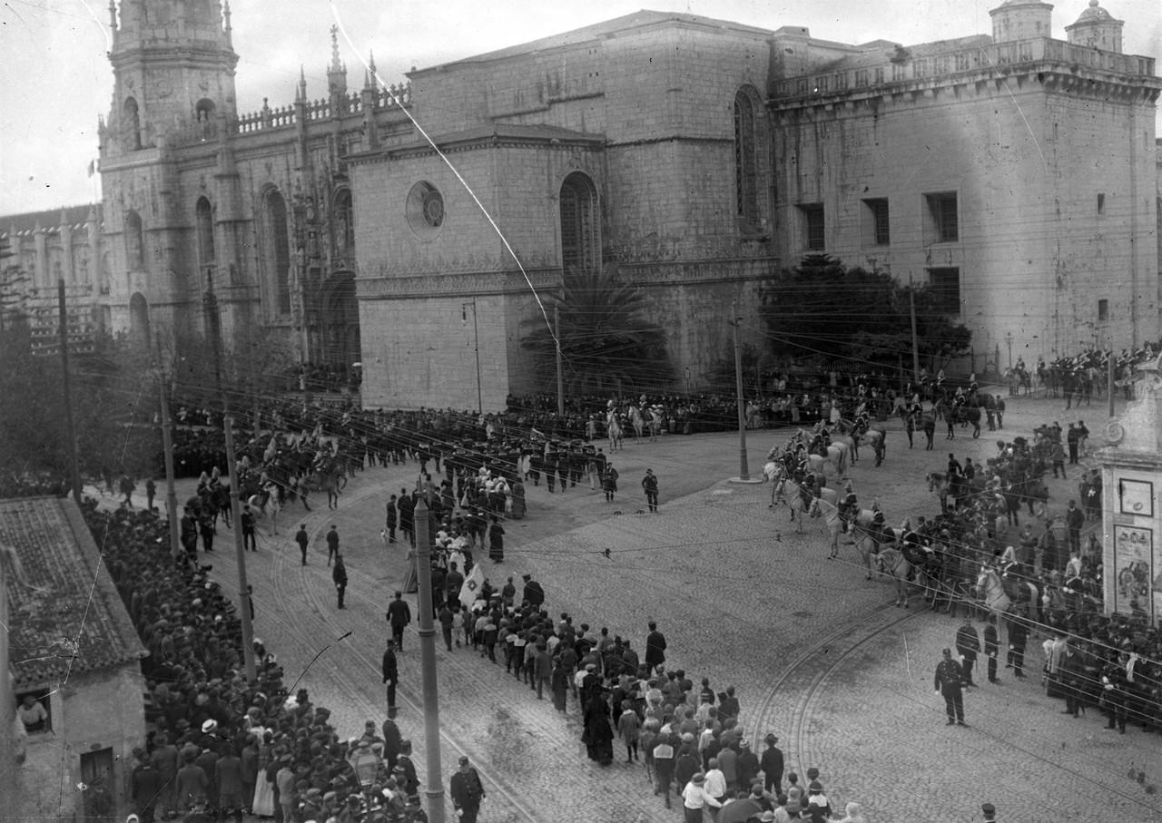O cortejo das comemorações do centenário de Ale