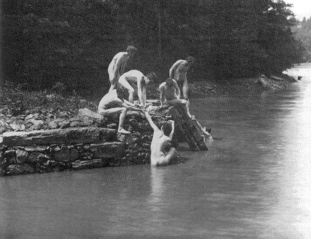 1280px-Eakin's_art_studens_bathing_3.jpg