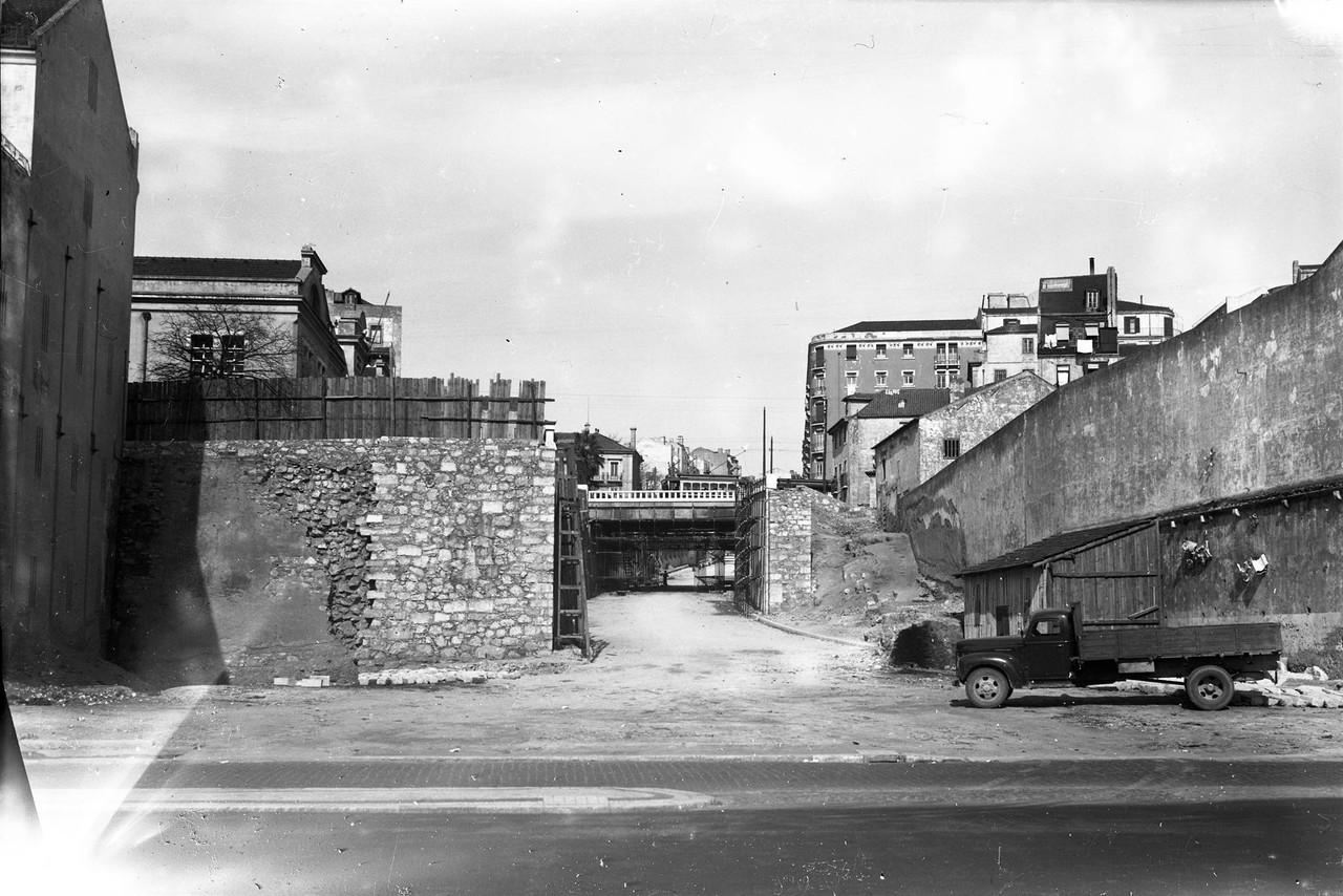 Avenida Infante Santo no cruzamento da avenida 24