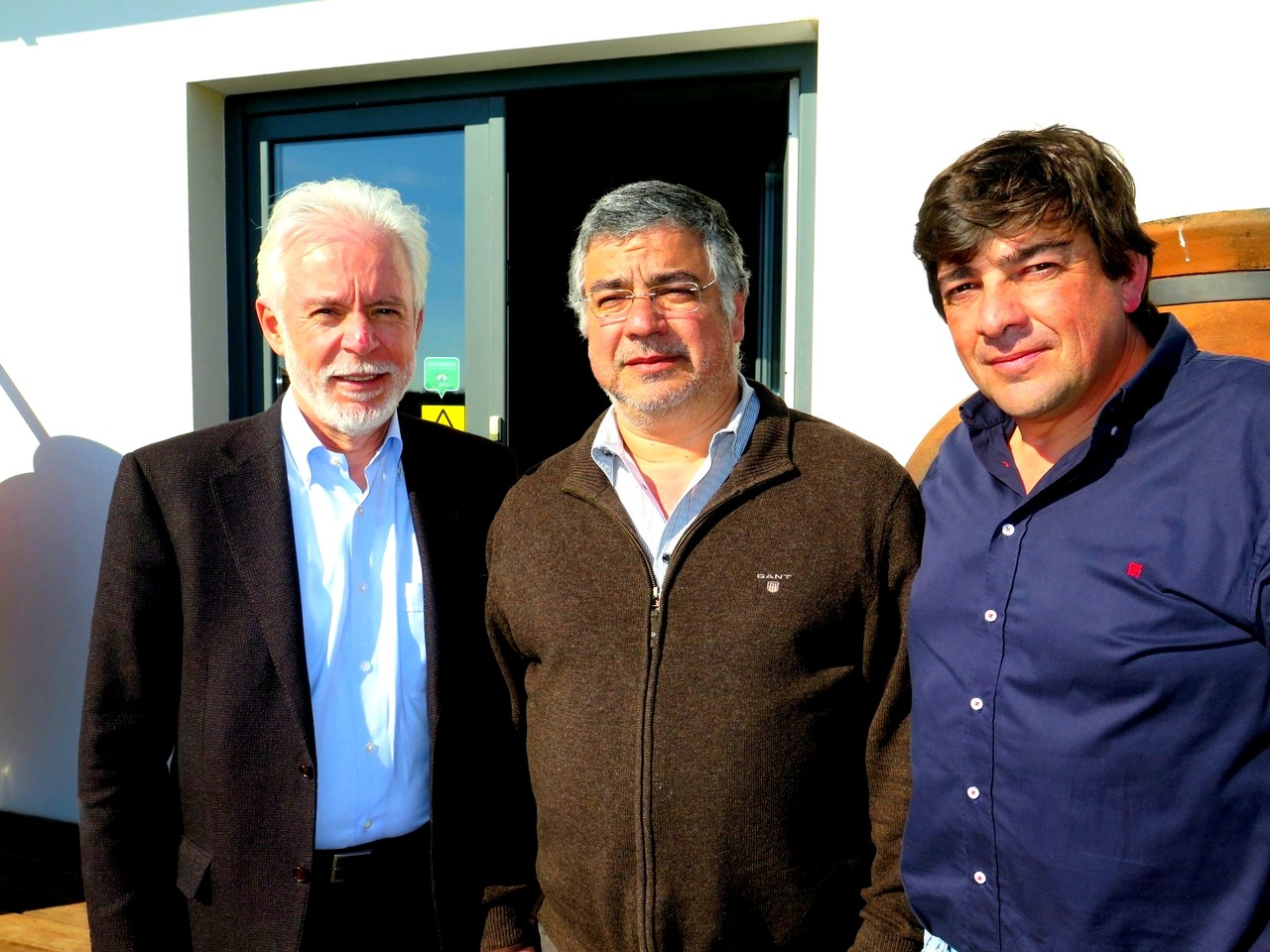 Manuel Narra, Presidente da Câmara Municipal de Vidigueira, entre os dois sócios da Ribafreixo Wines, Manuel Pinheiro e Nuno Bicó