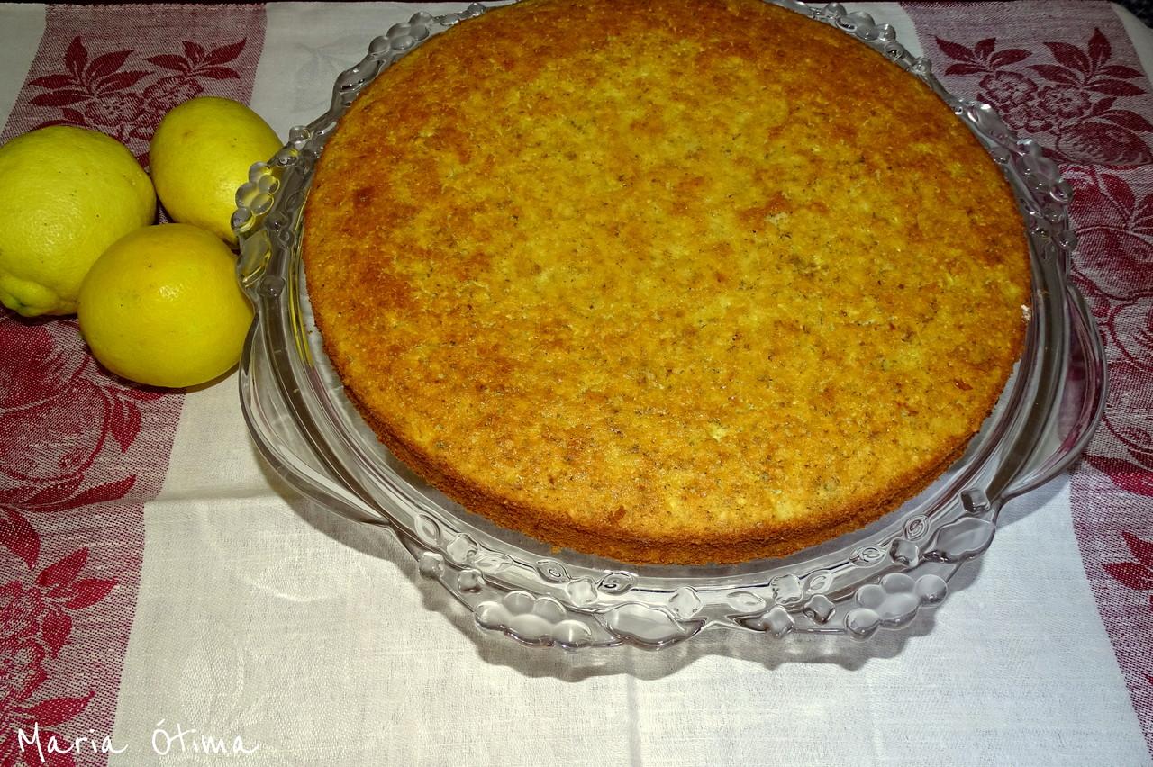 Bolo de limão e courgette_Maria Ótima.jpg