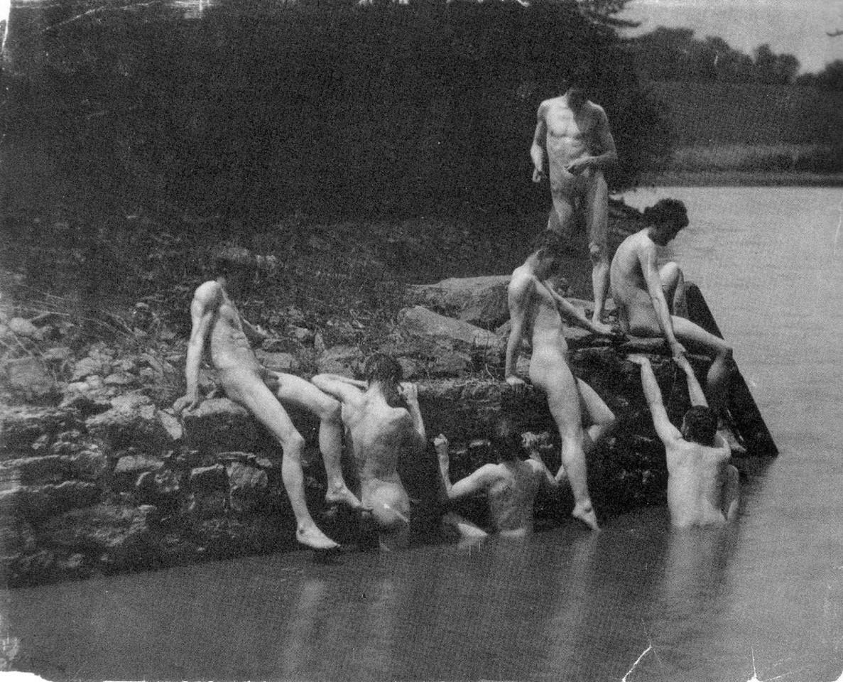 1266px-Eakin's_art_studens_bathing_2.jpg