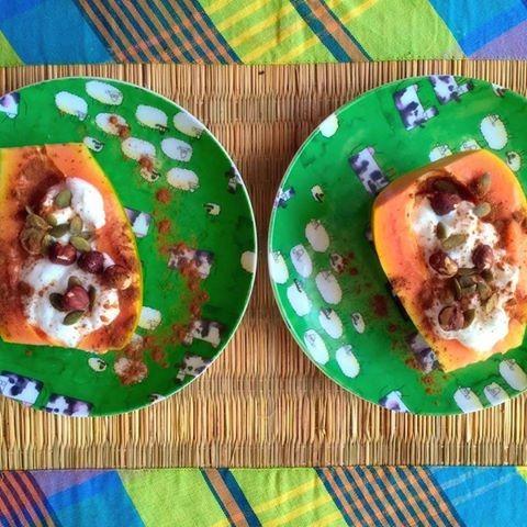 Papaia com Activia natural, sementes, avelãs e ca