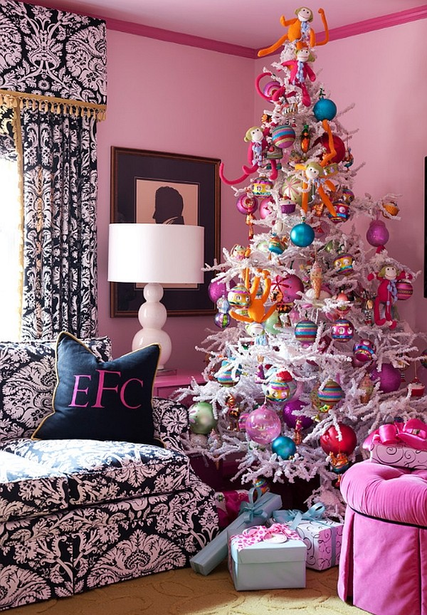 Pink-and-blue-Christmas-tree-decorations.jpg
