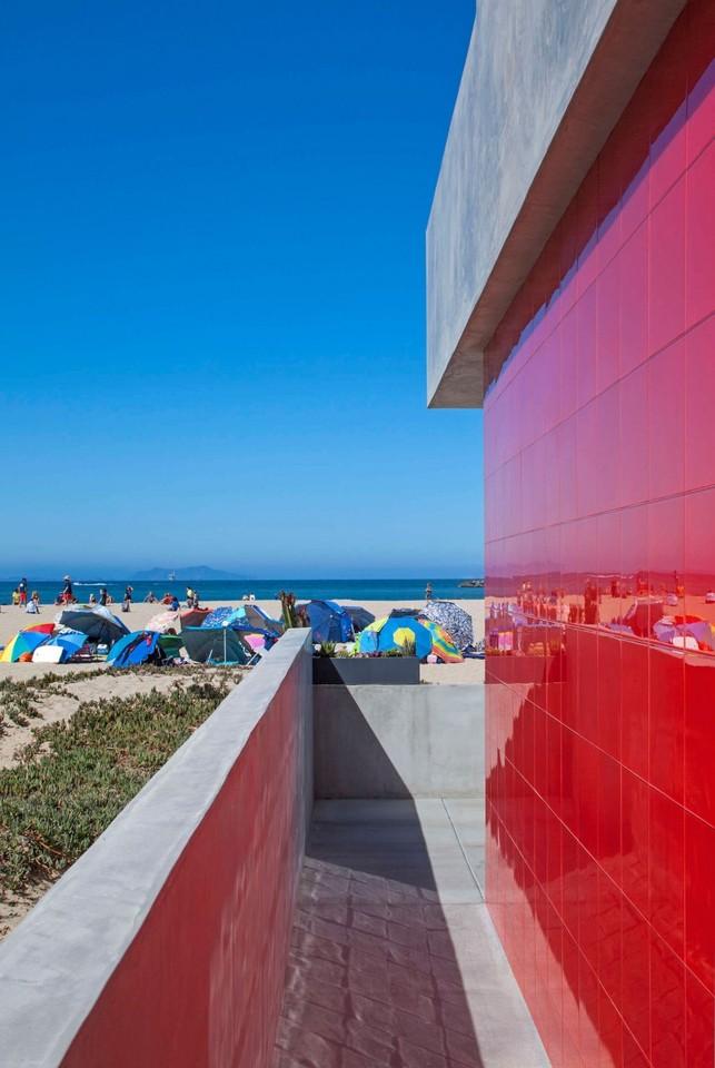 Silver-Strand-Beach-House-02-850x1270.jpg
