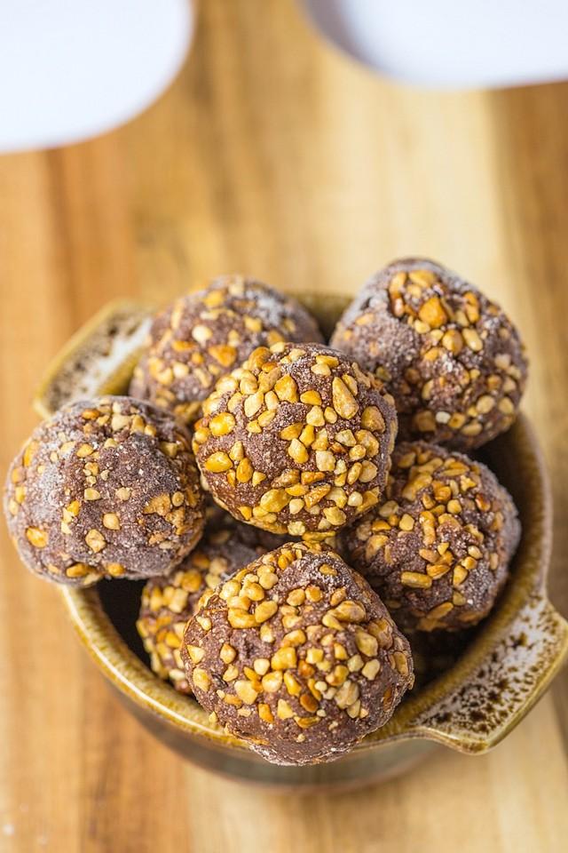 healthy-No-Bake-Ferrero-Rocher-Bites-4.jpg