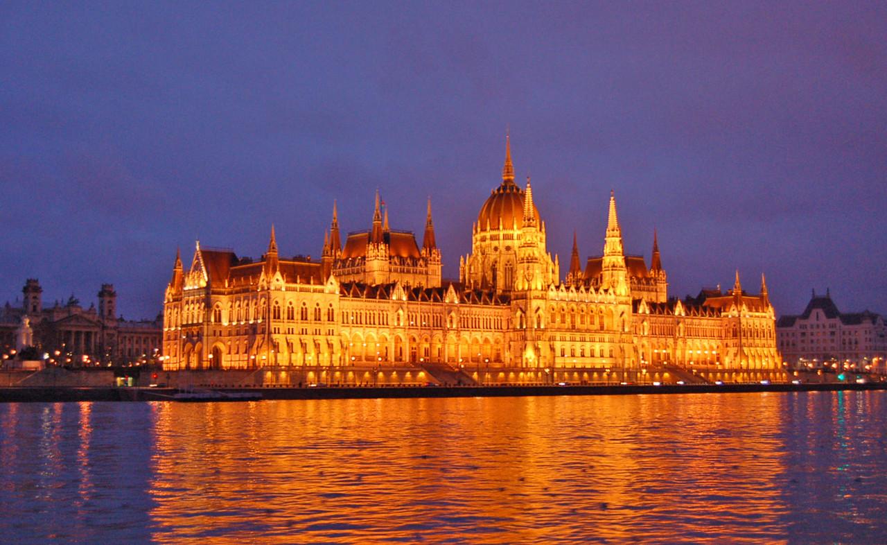 Parlamento de Budapeste à noite