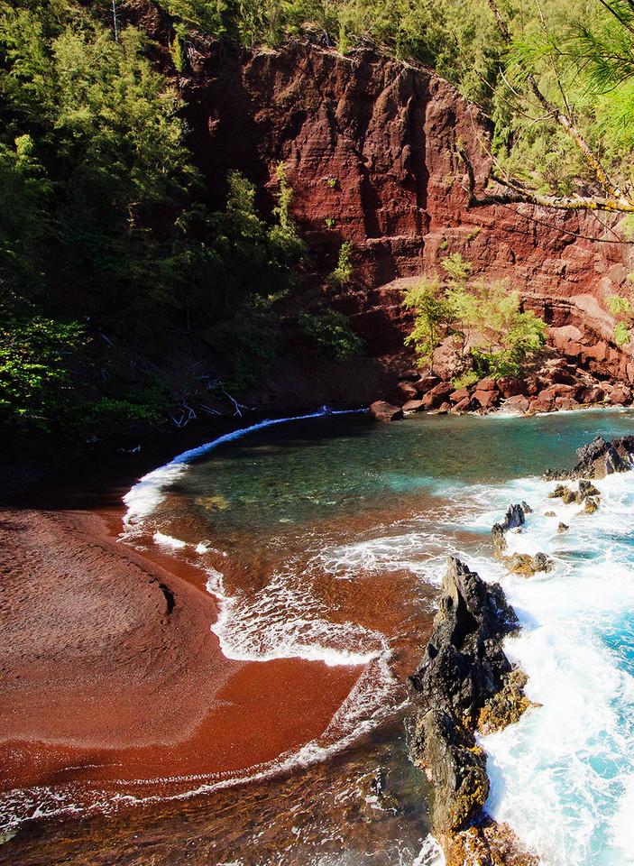 REd-Sand-Beach-Hawaii.jpg