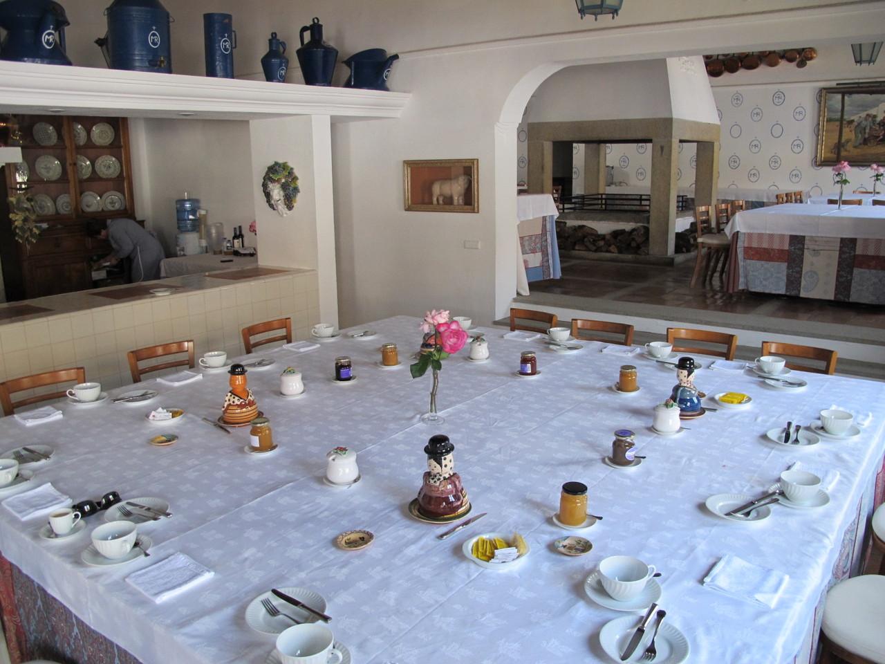 pequeno-almoço... em mesa grande