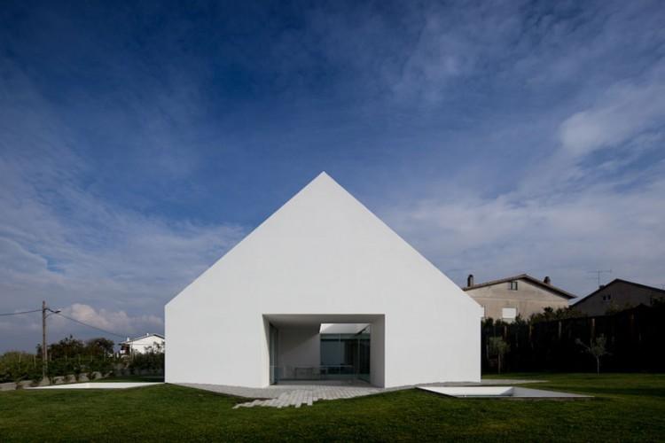 Leiria-House-03-2-750x500.jpg