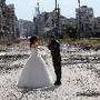 Casamento ao fundo escombros, Síria