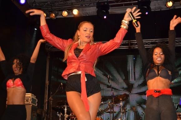 Tatiana Durão canta no Tropical