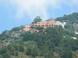 Valentino casa castelo.jpg