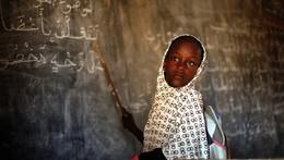 Menina estudante em Gao, Mali