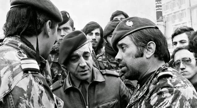 Capitão Otelo Saraiva de Carvalho e camaradas n