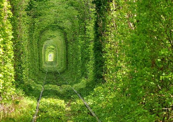 03-tunel-del-amor-ucrania.jpg